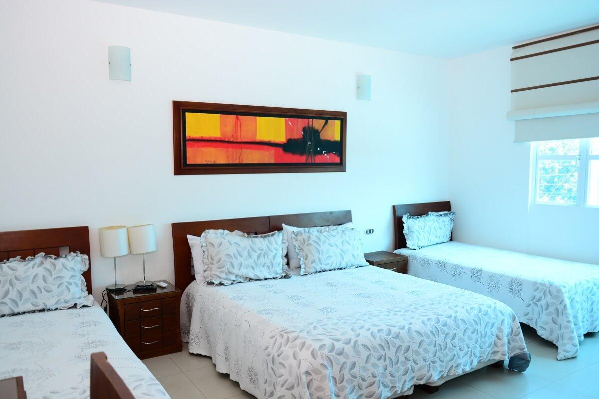 hotel-verano-plaza-habitacion-tres-camas